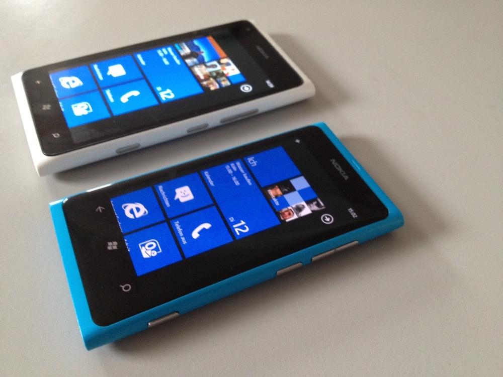 Lumia 900 VS Lumia 800 (4/5)