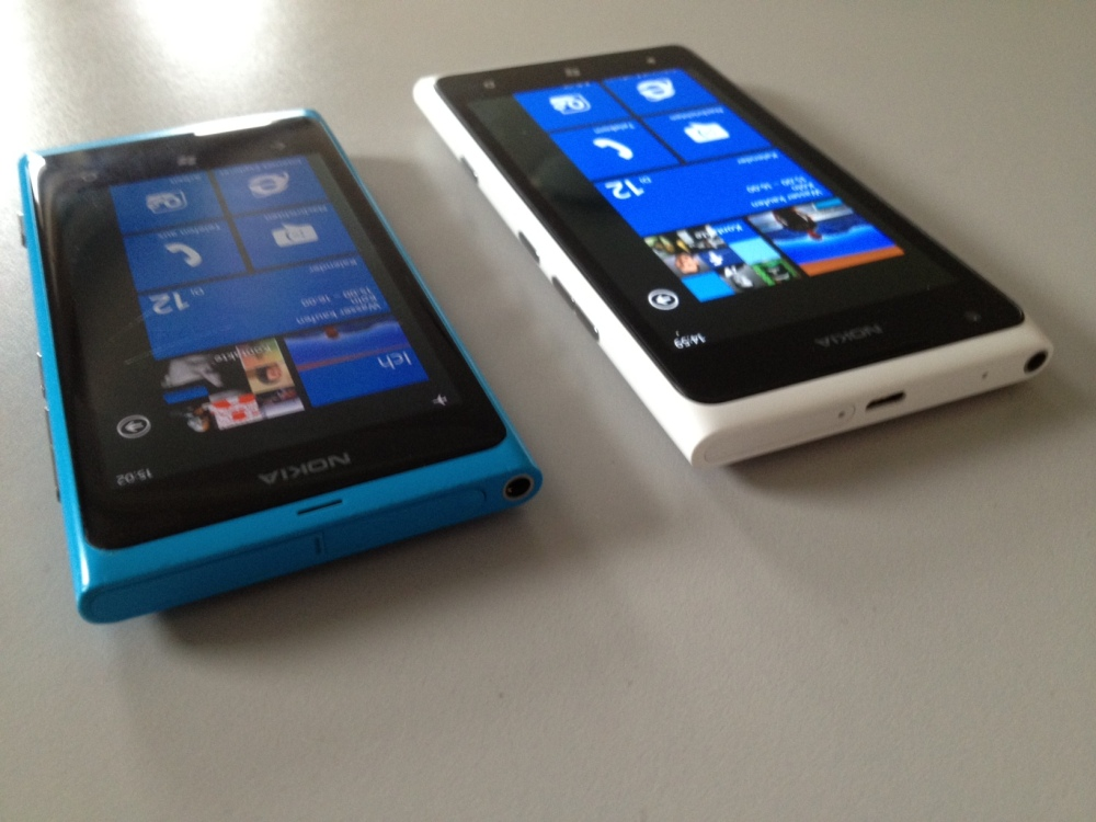 Lumia 900 VS Lumia 800 (3/5)